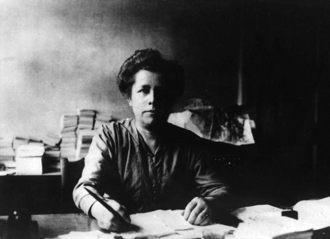 Luise Zietz war 1908 als erste Frau in den Reichsvorstand der SPD gewählt worden, hier um 1919.