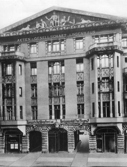 Die Berliner Lindenstraße 2–4: Sitz des SPD-Parteivorstands, der Parteischule, der »Vorwärts«-Buchdruckerei und der »Vorwärts«-Redaktion. Rechteinhaber nicht ermittelbar.