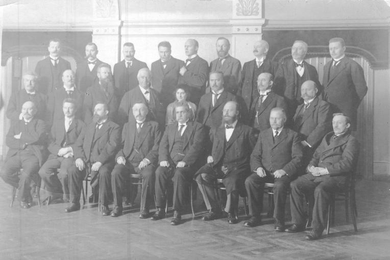 Im Januar 1915 trafen sich in Kopenhagen Vertreter der skandinavischen und der niederländischen Sozialisten zu einer Friedenskonferenz. Mit dabei waren Pieter J. Troelstra, Hjalmar Branting, Thorvald Stauning und auch Carl Legien. Quelle: Archiv der sozialen Demokratie der Friedrich-Ebert-Stiftung, 6/FOTA069194.